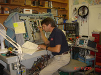 ET Tom Repairing TV Nov06 RepairFacility